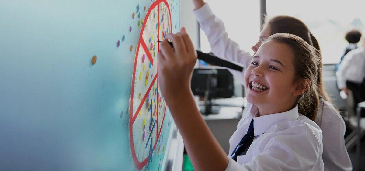 Soluții SMART pentru educație hibridă