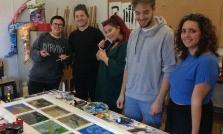 Studenții facultăților de Arte și Istorie a Universității Ovidius participă la un Atelier de icoane pe sticlă