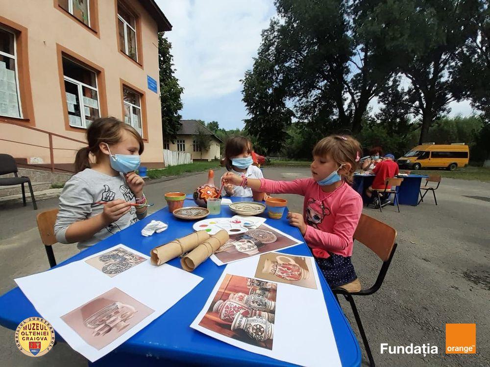 Elevi din zece școli doljene vor beneficia de ateliere cultural-educative