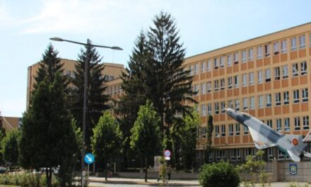 """Cursuri online, pentru toţi elevii Colegiului Naţional Militar """"Mihai Viteazul"""" din Alba Iulia"""