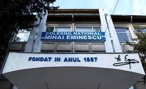 """Colegiul """"Mihai Eminescu"""", primul din judeţul Botoșani în care s-a făcut vaccinarea colectivă a elevilor"""