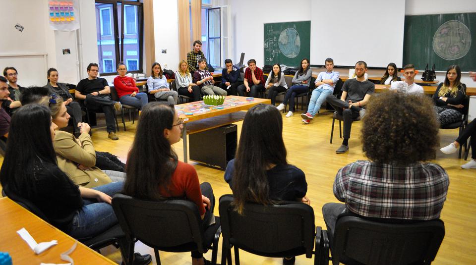FUTURE – Construiește cu pasiune, programul de educație altfel ce pregătește tinerii pentru primul loc de muncă
