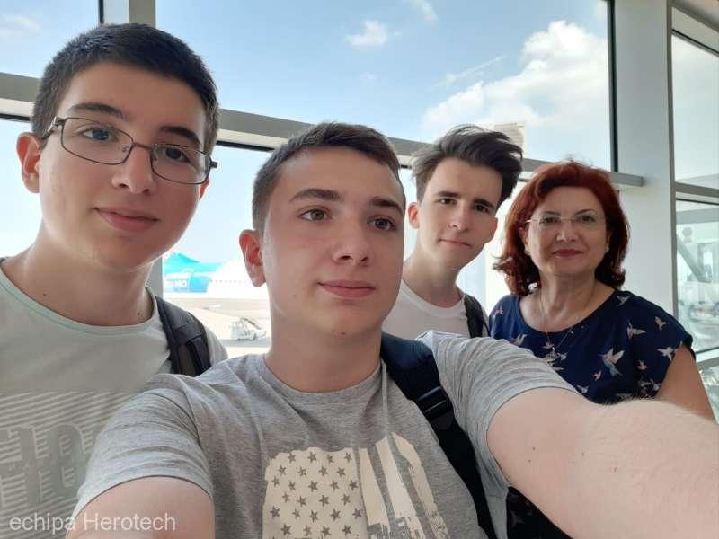 Trei liceeni români au obţinut o medalie de aur şi una de argint la Olimpiada Geniilor în SUA