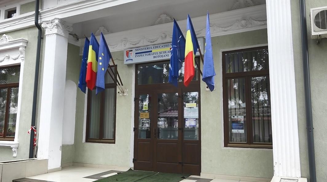 Inspectoratul Şcolar Botoşani este nevoit să apeleze la cadre didactice pensionare pentru a suplini profesorii cu COVID-19
