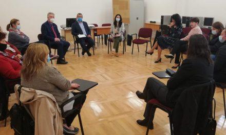 Importanţa consilierii şi a stagiilor de practică pentru elevi, promovate de ISJ Harghita în cadrul unui proiect european
