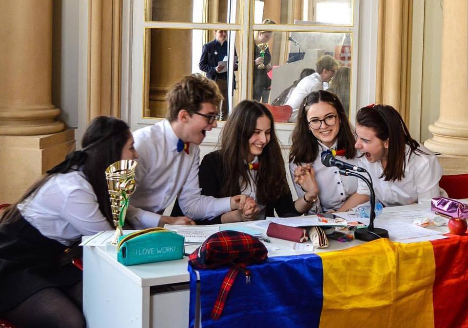 Lotul național al României la dezbateri academice a intrat în pregătire pentru Campionatul Mondial