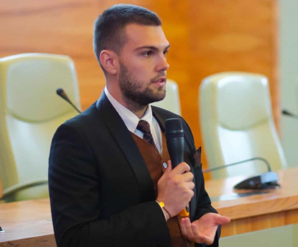 Petrişor Ţucă (ANOSR): Este nevoie de o educaţie centrată pe beneficiar
