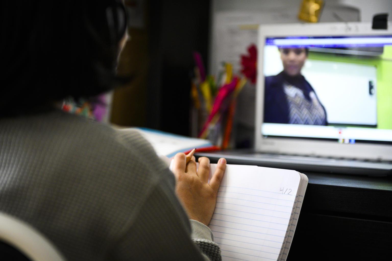Un studiu SuperTeach relevă atitudinea pozitivă a părinţilor privind educaţia online