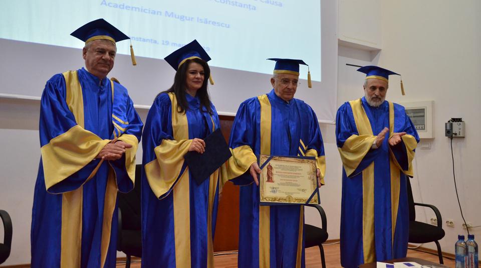 """Mugur Isărescu, guvernatorul BNR, a primit titlul de Doctor Honoris Causa al  Universității """"Ovidius"""" din Constanța"""