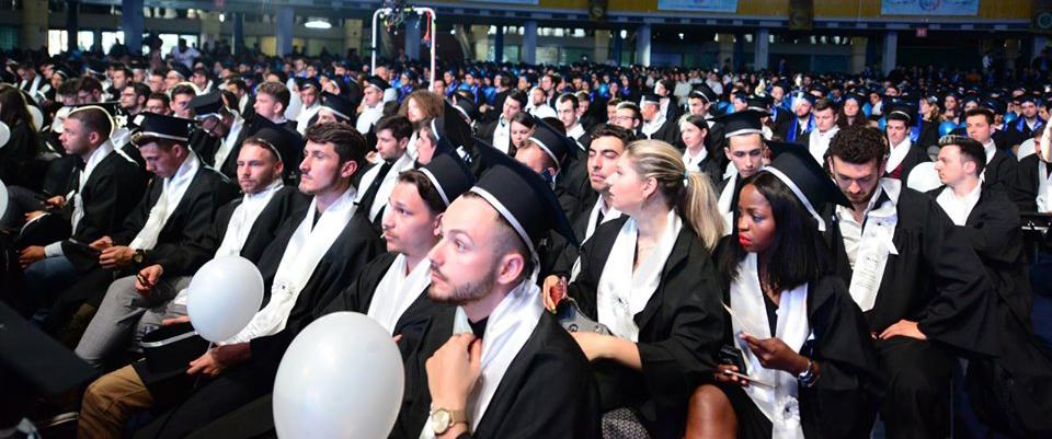 Peste 3.000 de absolvenţi ai UPB au primit diplomele de ingineri