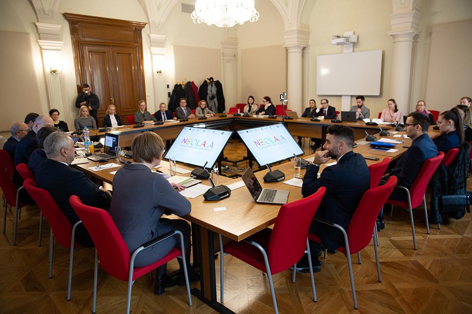 """Universitatea """"Ștefan cel Mare"""" din Suceava a devenit membră a consorțiului universitar NEOLAiA"""