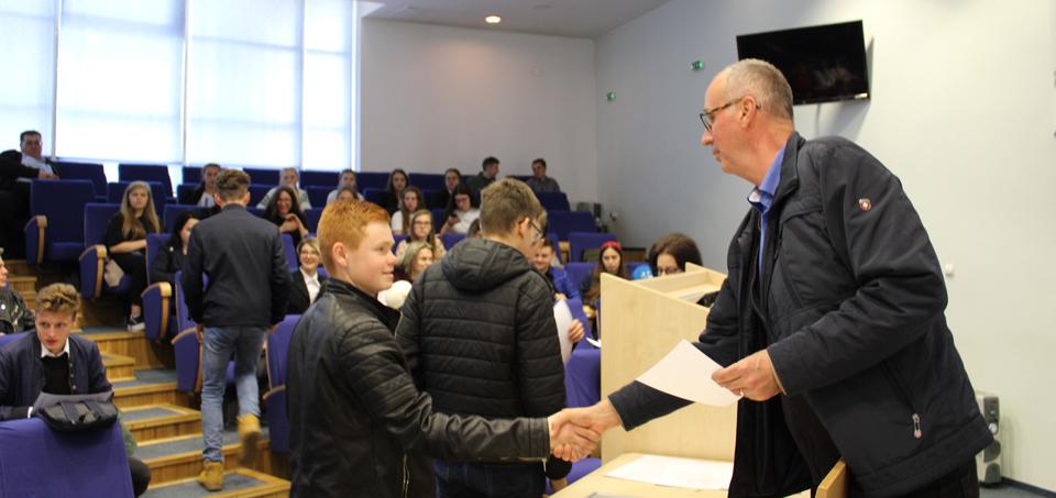 """Concursul """"Student pentru 1 zi"""" s-a încheiat cu etapa dedicată elevilor de clasa a XI-a"""