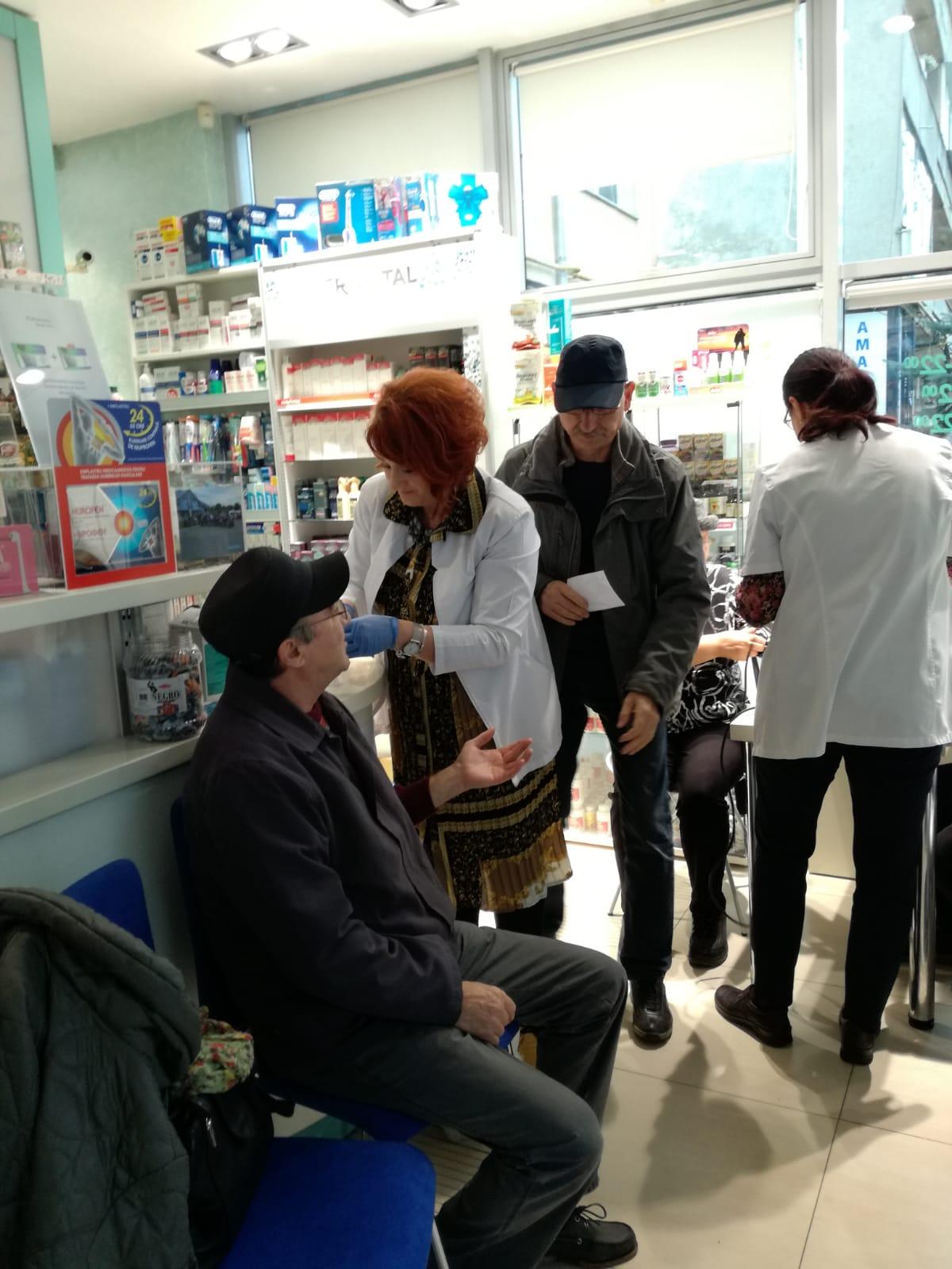 """Studenții Departamentului de Sănătate și Dezvoltare Umană al Universității """"Ștefan cel Mare"""" din Suceava, implicați în  prevenirea și controlul diabetului zaharat"""