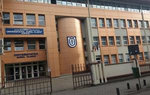 """Universitatea """"Aurel Vlaicu"""" din Arad şi-a suspendat cursurile"""