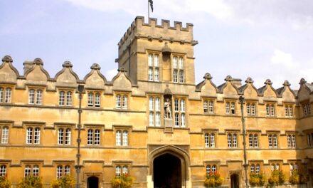 Peste 10.000 de studenți din România sunt înscriși la universitățile britanice
