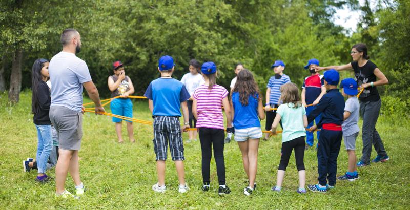 Școlile și primăriile din România sunt invitate să găzduiască 3 tabere de vară dedicate copiilor de gimnaziu