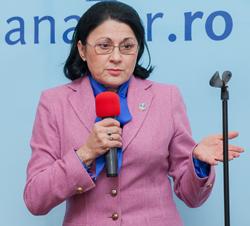 Ministrul Ecaterina Andronescu spune că nu intenţionează să prelungească vacanţa elevilor pentru a mulţumi patronatele din turism