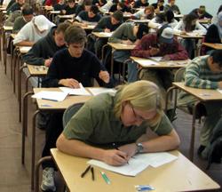 4.638 de absolvenţi de liceu s-au înscris la a doua sesiune a examenului de bacalaureat în Bucureşti