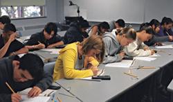 De luni elevii pot să-şi depună dosarele de înscriere la şcolile la care au fost admişi
