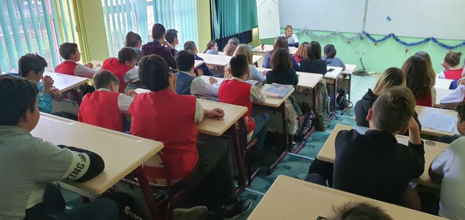 Medicii Spitalului din Buhuși promovează educația medicală în rândul elevilor