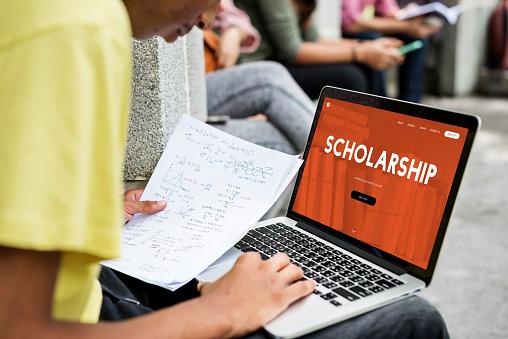 Program de burse de studiu în Marea Britanie pentru elevii de clasa a X-a