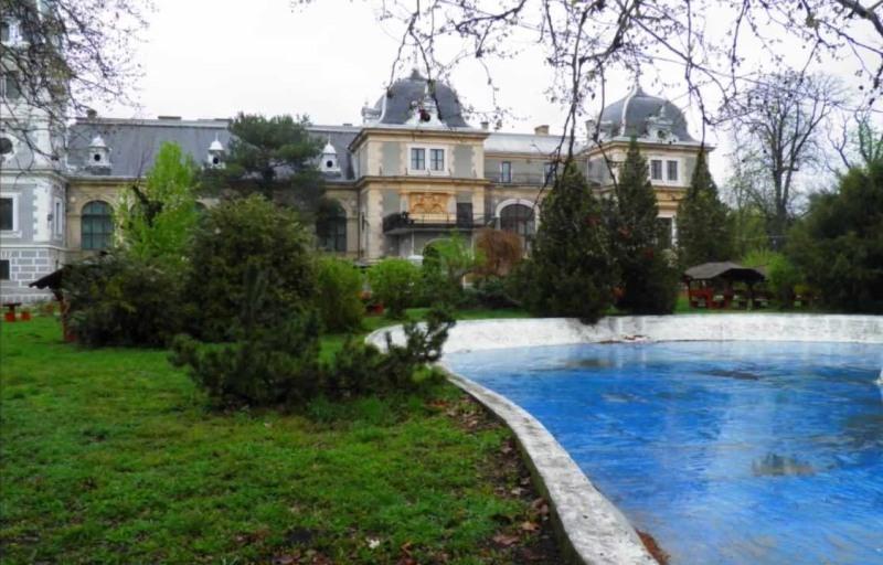 Peste 2.700 de specii de plante, conservate într-o bancă de seminţe amenajată la Castelul Macea din Arad