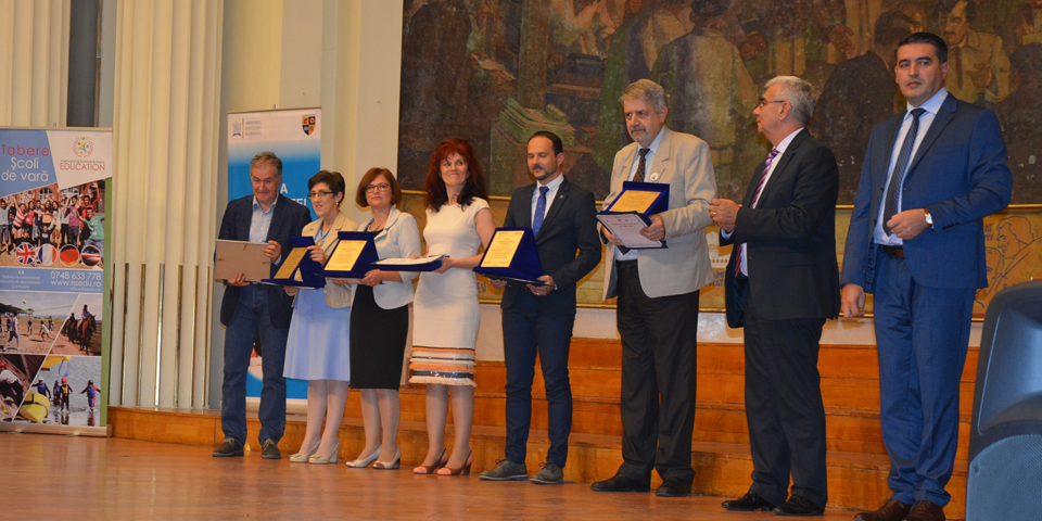 Consiliul Judeţean Cluj a premiat elevii și profesorii de elită ai județului