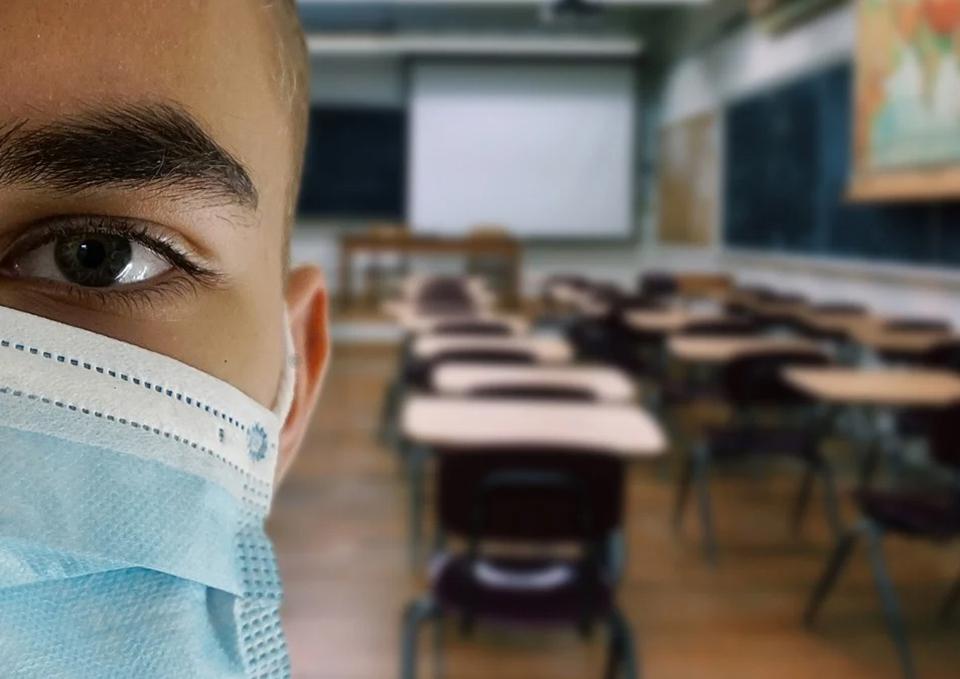 Sorin Cîmpeanu afirmă că Ministerul Educaţiei nu exclude nici revenirea la trimestre, nici extinderea duratei cursurilor