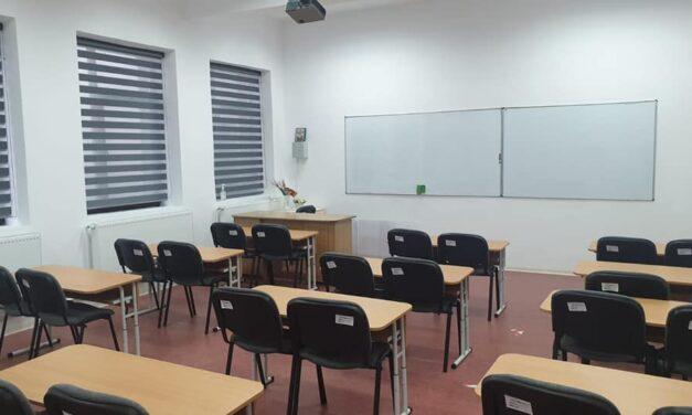 100 unităţi de învăţământ din Bucureşti au solicitat trecerea în online