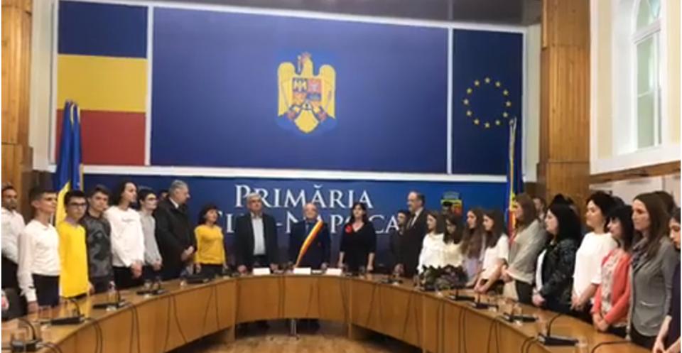 Primăria clujeană a premiat 101 elevi şi profesori pentru rezultatele de la examenele naţionale