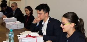 Elevii cer reducerea numărului de discipline şi conţinuturi diversificate şi interconectate la ore