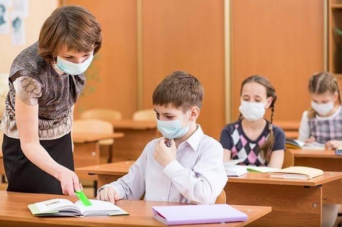 Sorin Cîmpeanu: Pentru elevii care prezintă simptome se recomandă să nu intre în colectivitate