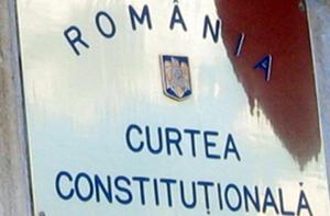 CCR a admis sesizarea lui Iohannis privind legea care reglementează învăţământul online