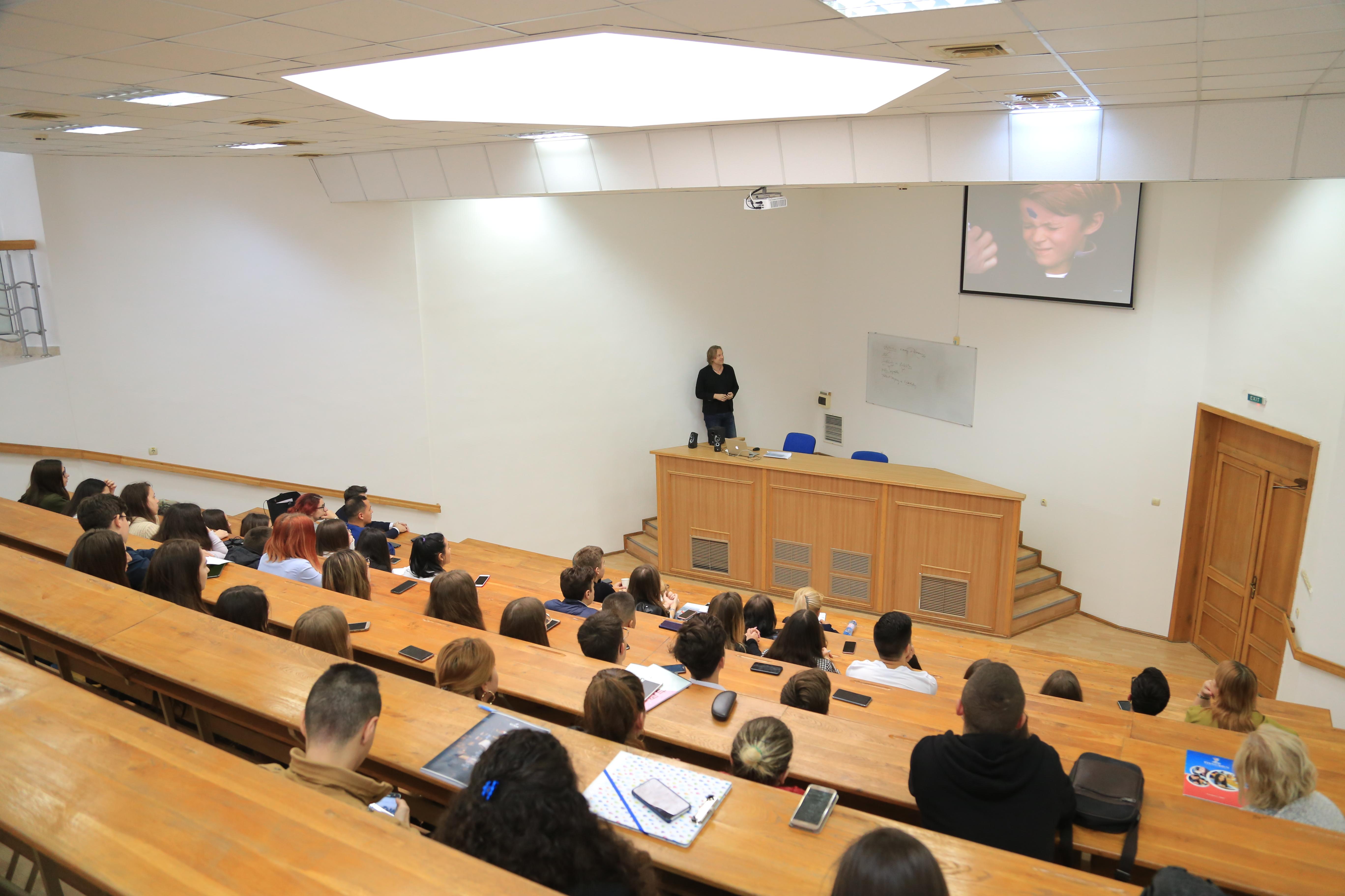 Prof. Stefan Lorenz Sorgner a vorbit la Universitatea Danubius despre riscurile digitalizării și pericolul transumanismului