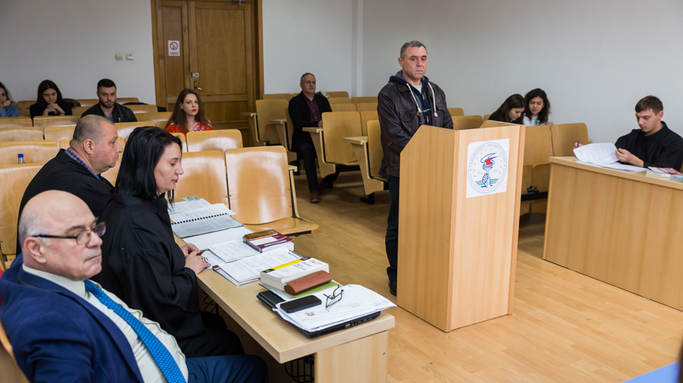 """Furtul calificat, obiectul procesului penal simulat de către studenții Facultății de Drept a Universității """"Danubius"""""""