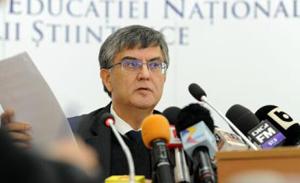 Mircea Dumitru: Universitatea Bucureşti a fost criticată public că a respectat cadrul legal