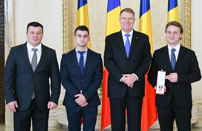 """Universitatea Dunărea de Jos a fost decorată cu Ordinul """"Meritul pentru Învăţământ"""" în grad de Cavaler"""