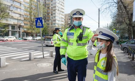 Program de cursuri şi campanii de informare pe tema siguranţei rutiere pentru circa 500.000 de elevi