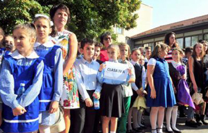 """Consiliul Național al Elevilor sesizează """"abuzuri"""" privind obligativitatea uniformei școlare"""