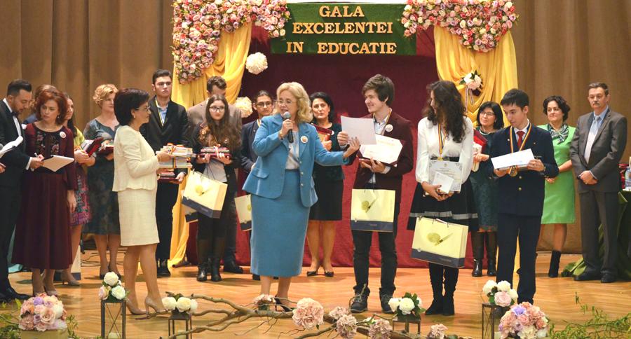 Deputatul Camelia Gavrilă a premiat pe unii dintre cei mai performanți elevi ieșeni