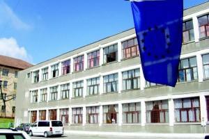 Desfiinţarea a două licee tehnologice din Râmnicu Vâlcea, discutată la Comisia de învăţământ a Camerei