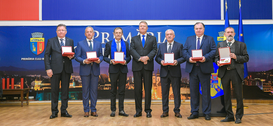 Preşedintele Klaus Iohannis a decorat cele şase universităţi publice din Cluj-Napoca