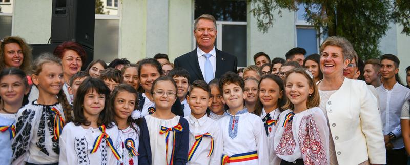 """Klaus Iohannis: """"România Educată"""" – parte a unui proiect de ţară ce va transforma România într-un stat modern şi puternic"""