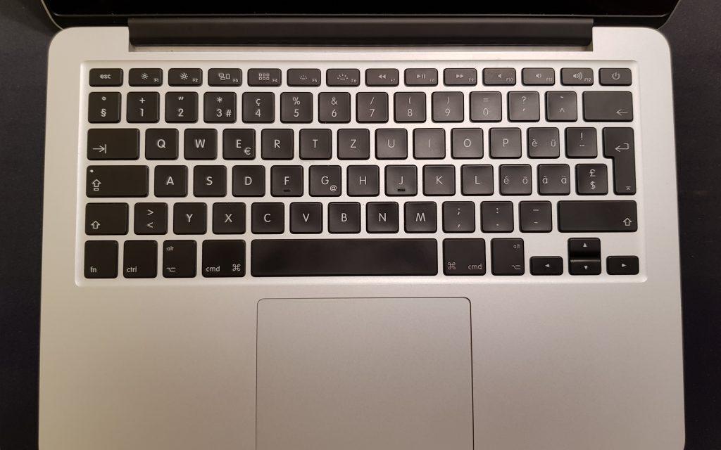 Peste 1.400 de laptopuri distribuite liceelor din Botoşani, într-un proiect cu finanţare prin BIRD