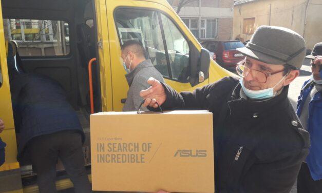 Peste 870 de laptopuri distribuite în liceele din judeţul Vrancea