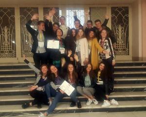Trupa Katharsis a Colegiului Laurian din Botoşani a urcat pe podium într-un festival internaţional de teatru