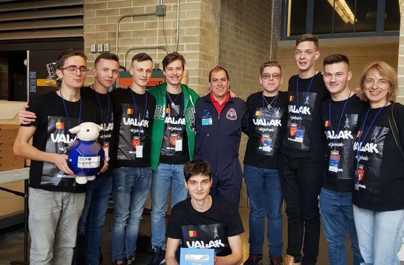 Opt liceeni de la două colegii sibiene au câştigat competiţia secundară a concursului Zero Robotics, al NASA