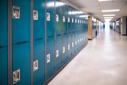 Unităţile de învăţământ preuniversitar pot emite norme proprii pentru reglementarea de măsuri complementare