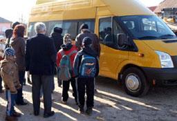 Organizația Salvaţi Copiii cere Avocatului Poporului să se implice în cazul nedecontării abonamentelor de transport judeţean pentru elevi