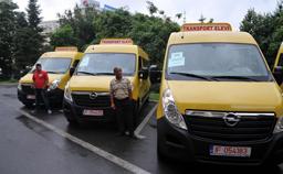Ministru Ecaterina Andronescu a anunţat achiziţionarea a 2.300 de microbuze şcolare din bugetul MDRP